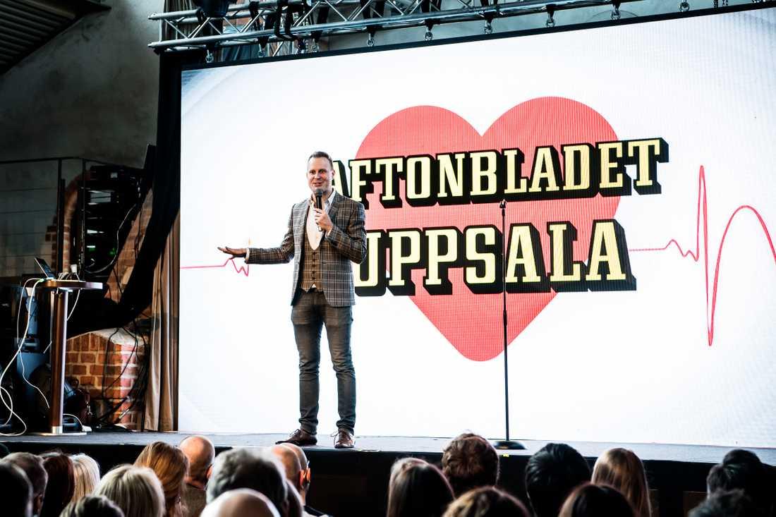 Johan Ståhl, trollkonstnär och konferencier på Aftonbladets releaseevenemang.