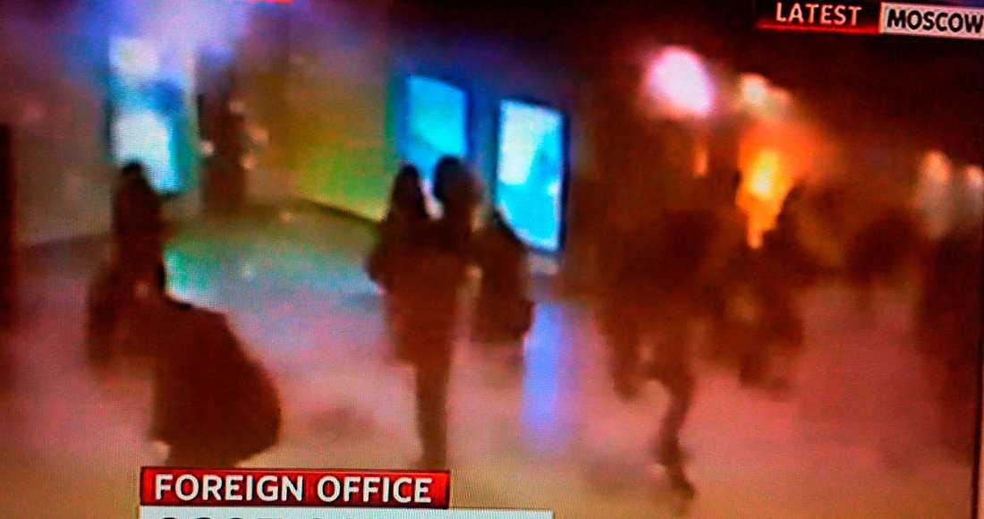 """""""Jag ska döda er"""" Mitt i ankomsthallen på flygplatsen Domodedovo i Moskva ställde sig en man med en väska i handen och ropade: """"Jag ska döda er alla"""". Sekunder senare smällde det. Minst 35 personer dödades."""