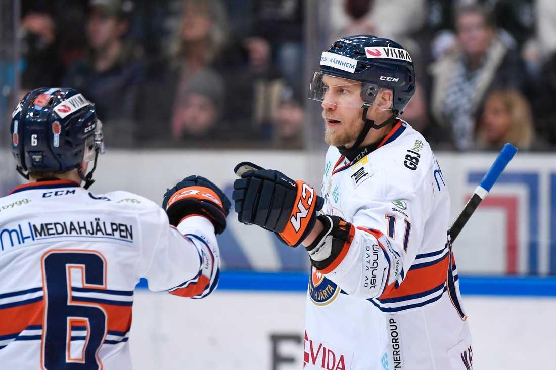 Ilari Melart gjorde två av målen – däribland det avgörande i förlängningen – i när Växjö vände 0–3 till 4–3 borta mot Färjestad.