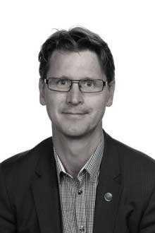 Per Rosén, vd för Opus bilprovning, är också styrelseledamot i bilhandlaren Helmia.