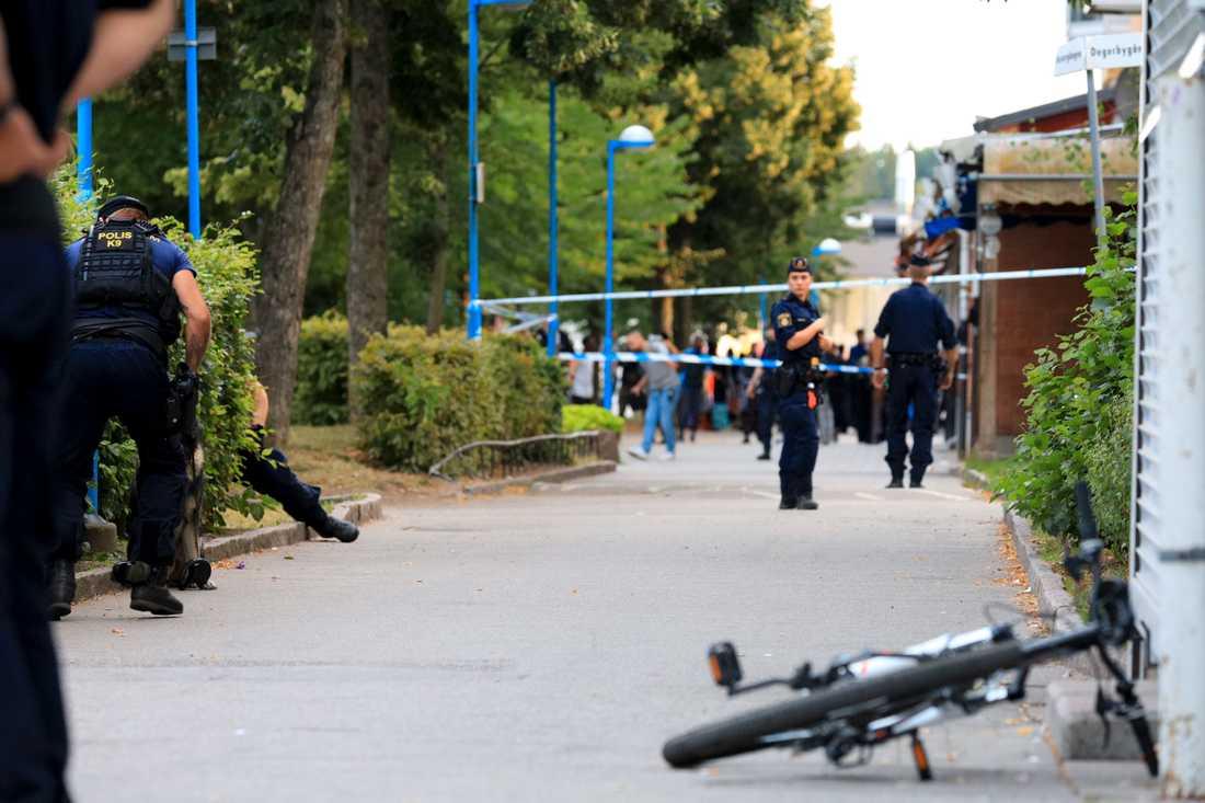 Polis kallades strax efter klockan sex på torsdagskvällen till Rinkeby i västra Stockholm, efter samtal om att en person blivit skjuten.