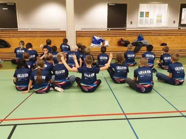 Inför EM 2020, som bland annat spelas i Malmö, har man delat ut över 7000 tröjor till barn och unga runt om på skolor.