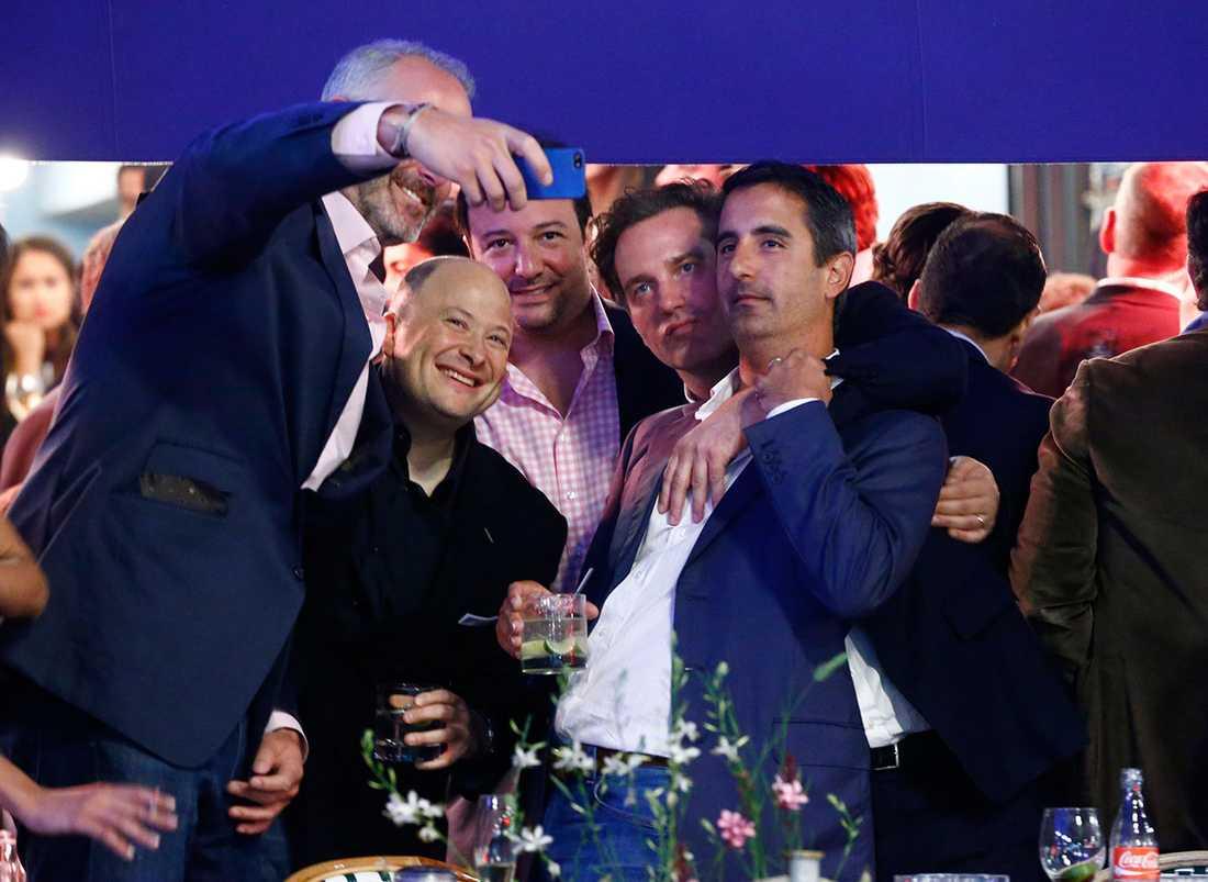 Chris var på strålande partyhumör på festkvällen som började på lyxkrogen Sturehof.