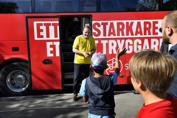 Stefan Löfven åkte buss genom Sverige även 2018, men då avrundade han med tal i Almedalen. Nu struntar han helt i Visby och besöker i stället Ullared, Falkenberg, Skara, Tibro,  Motala, Grums, Munkfors och Ransäter.