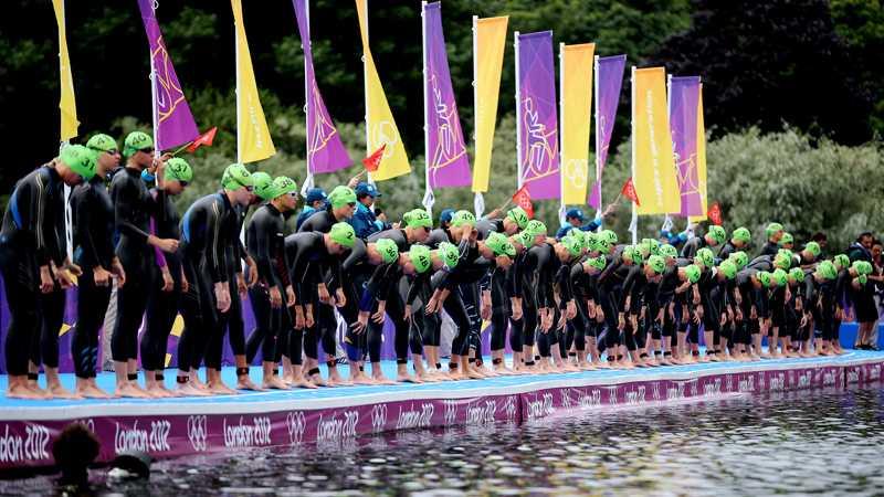 Lisa Nordéns silverlopp i OS inleddes med simning över 1 500 meter.