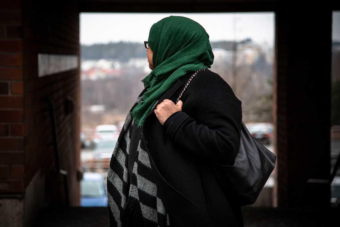 """Hennes dotter Eynii reste till Syrien 2014: """"Is har använt henne och hennes kompisar som slavar"""", säger Amina."""