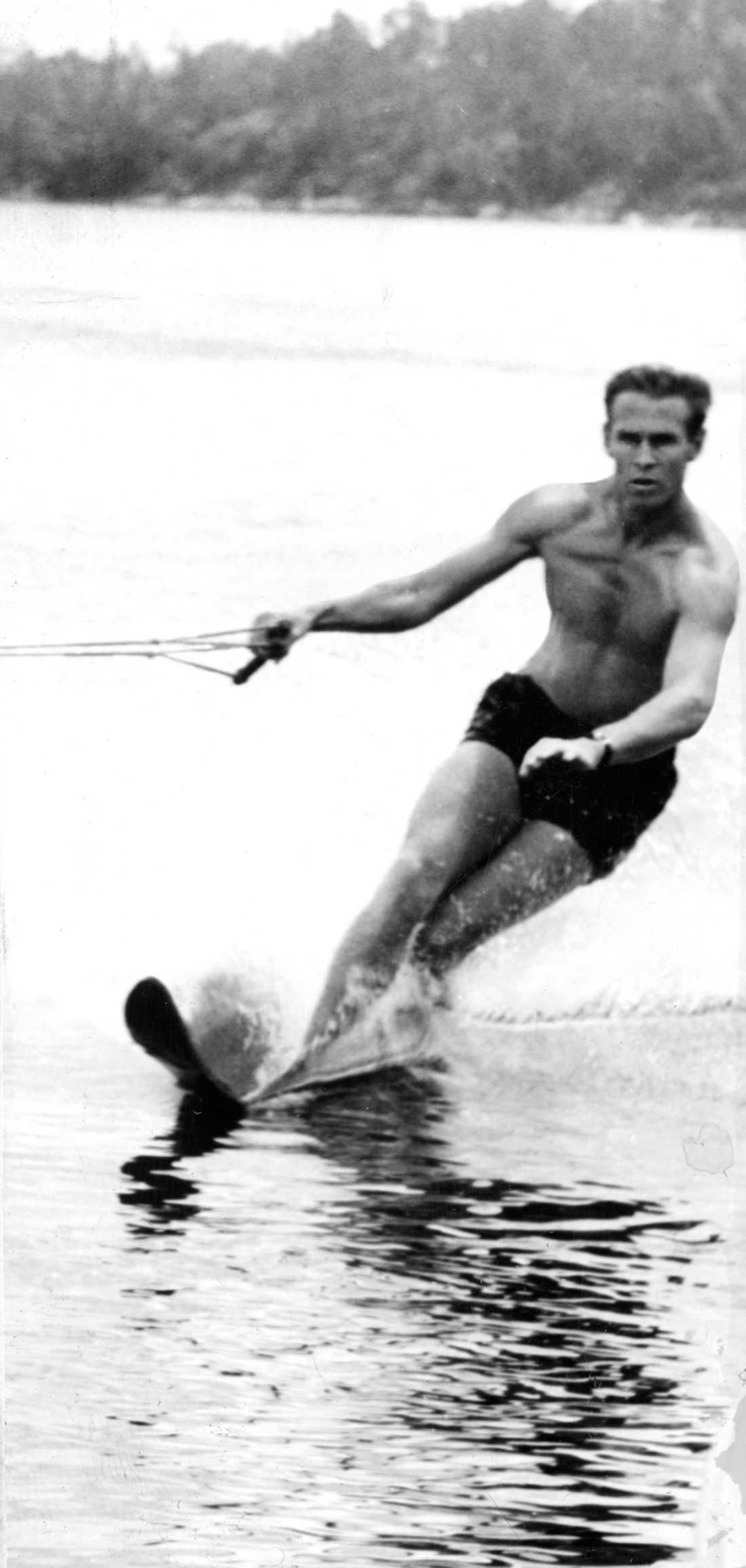 Tumbas vattenshow har rikspremiär i Norrköping 1960.
