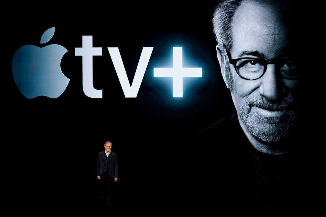 Regissören Steven Spielberg berättar om sin kommande serie på Apples strömningstjänst under ett event i Kalifornien.