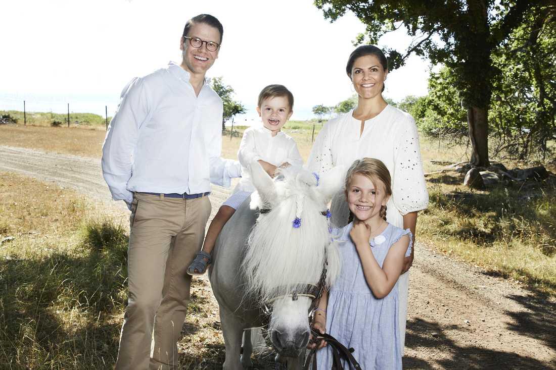 Kronprinsessan Victoria med hela familjen.