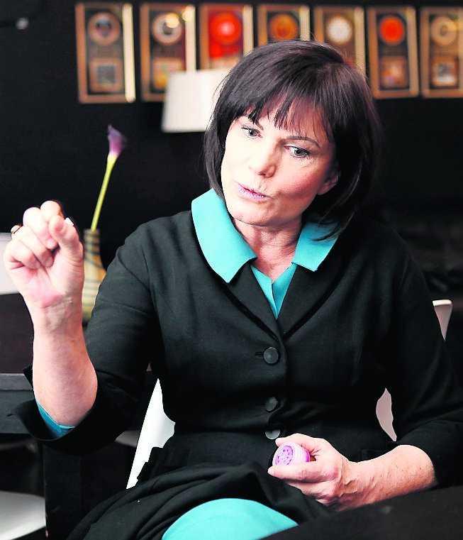 Deanne Rauschers intervjuer med en lång rad kvinnor ligger nu till grund för de kapitel som handlar om kungens påstådda kvinnoaffärer.