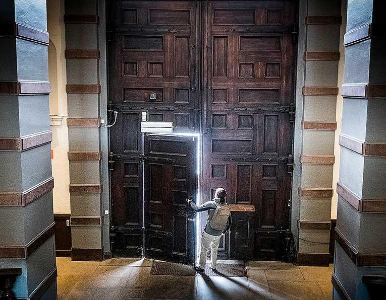 Dörren mot toppjobben: Handelshögskolan i Stockholm finansieras och styrs till största delen av näringslivet.