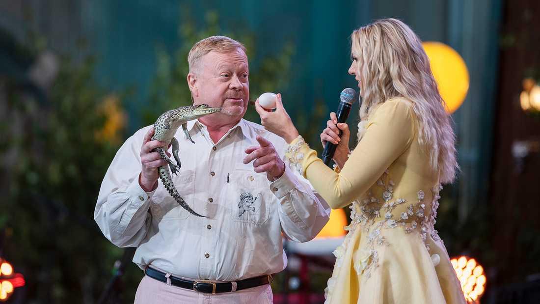 """Jonas Wahlströms krokodilkupp mot Sanna Nielsen i """"Allsång på Skansen""""."""