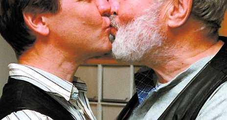 Könsneutralt Förslaget till en ny äktenskapslag som är könsneutral ska i princip vara klar.
