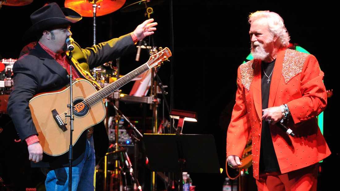Daryle Singletary och T Graham Brown under en konsert 2013.