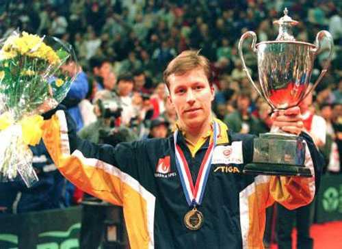 VM-guld 1997 efter finalseger mot Vladimir Samsonov.