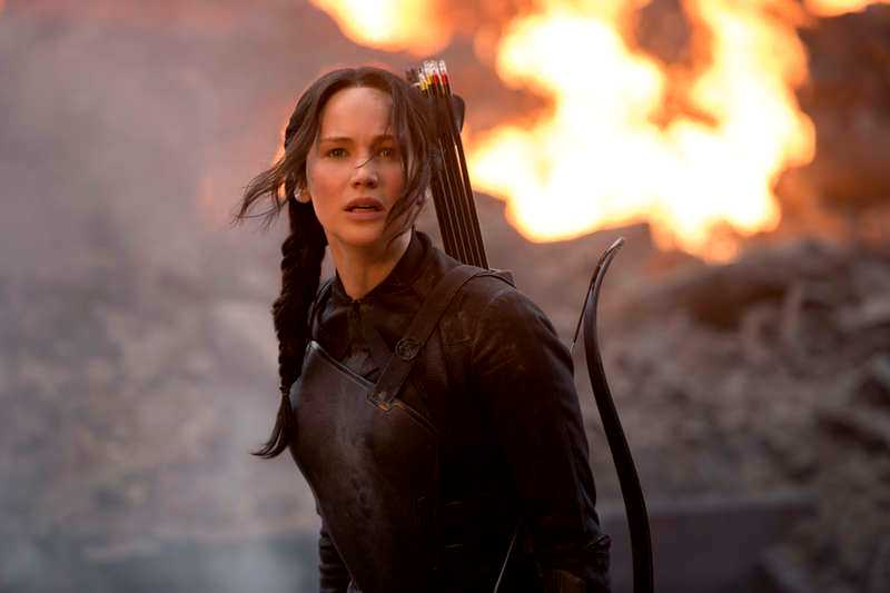 "Jennifer Lawrence som coola Katniss Everdeen i ""The Hunger games - Mockingjay part 1""."