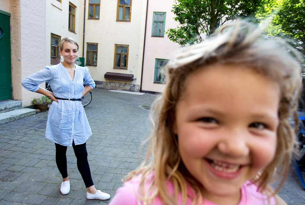"""VILL BLI BRANDMAN """"Även en grå liten mus kan göra skillnad"""" säger Carolina Sandell, 24, Svenska Hjältars Skyddsängel 2012. Men i dag är hon allt annat än en grå liten mus – hon är en stolt och äventyrslysten ung kvinna, som drömmer om att bli brandman eller röjdykare."""