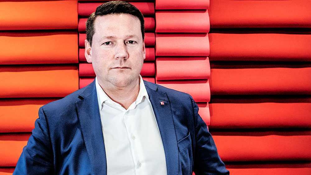 Myndigheter, beslutsfattare och arbetsgivare borde jobba stenhårt för att välfärdsarbetarna ska vara trygga med att Sverige aldrig skulle välja en strategi som bygger på att de tar extrema, individuella risker för att det ska fungera, skriver Tobias Baudin, Kommunal.