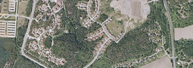 Här, i bostadsområdet Skogshöjden i Trollhättan, attackerades 8-åringen av mannen som försökte strypa henne.