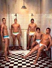 2006 – Italienska landslaget i fotboll gör reklam för Dolce & Gabbana. (Manuele Blasi, Gennaro Gattuso, Andrea Pirlo, Gianluca Zambrotta, Fabio Cannavaro).