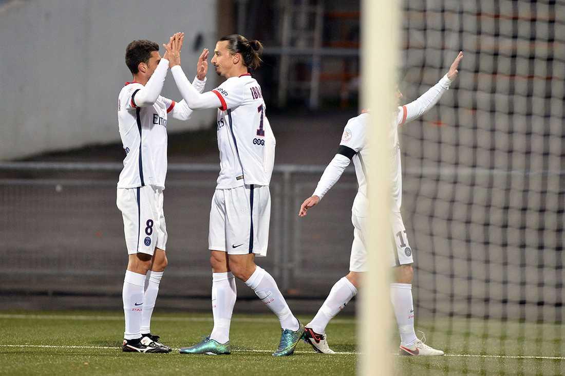 Zlatan passade till andra målet.
