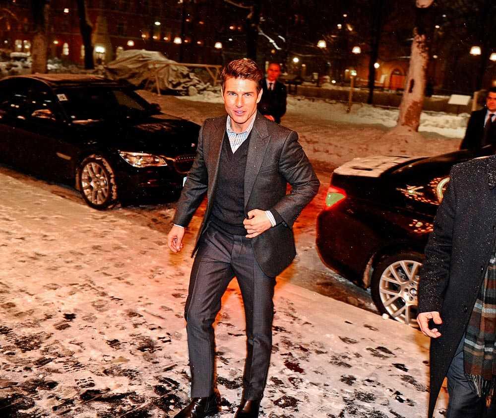 Tom Cruise på väg in på Rival för en brakmiddag.