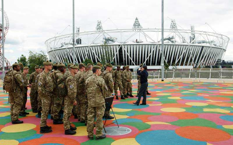 ARENAN OCH OS-BYN Soldater kommer patrullera utanför OS-arenorna och för att komma in på området kommer säkerheten att vara enorm. OS-byn, där de tävlande kommer att bo, skyddas av höga elstängsel så att ingen obehörig kan ta sig in.
