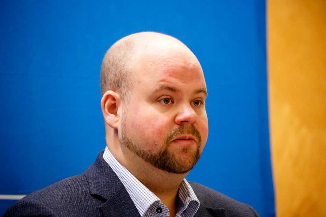KD:s partisekreterare Peter Kullgren anser att regeringen bör lägga ned snabbtågsplanerna om KD:s nya linje godkänns på rikstinget, skriver Di. Arkivbild.