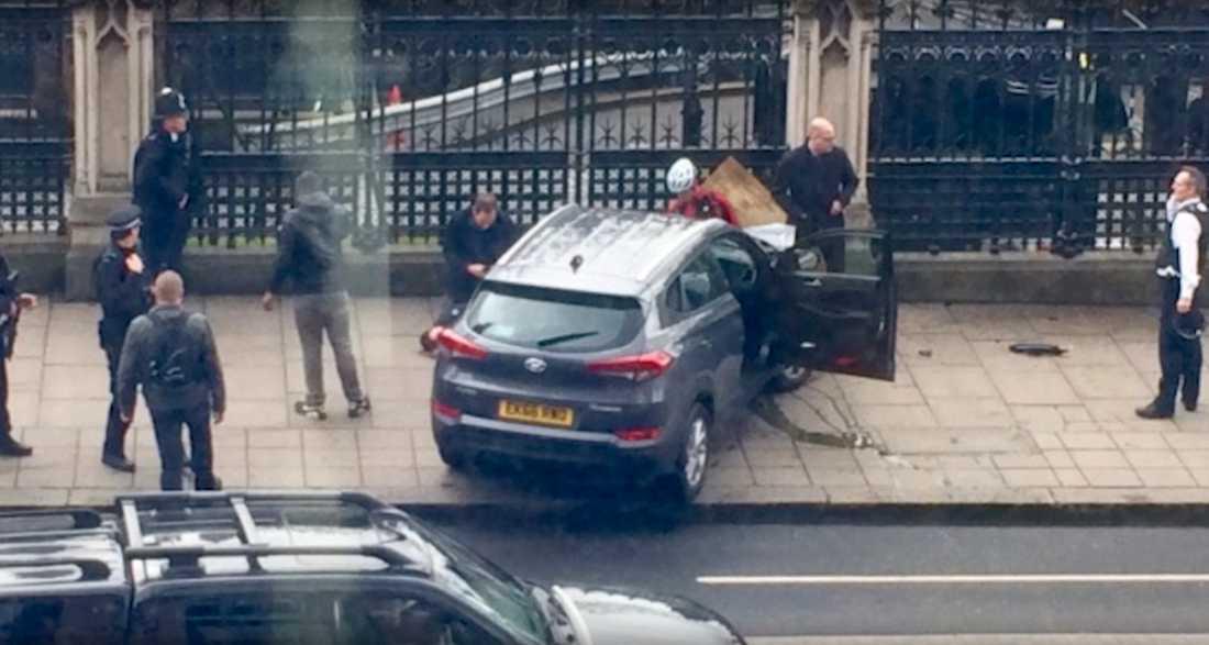 Gärningsmannens bil utanför parlamentet.