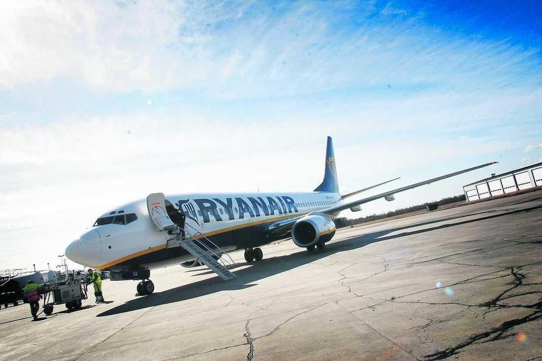 jackpot blev lunch En man vann 96 977 kronor ombord på ett Ryanair-plan i torsdags. Enligt reglerna får så stora vinster inte tas ut ombord – då blev mannen som tokig och åt upp lotten.