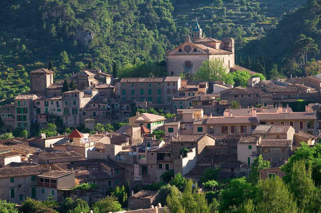 Bergsbyn Valldemossa på Mallorca är en nyhet för Ving.