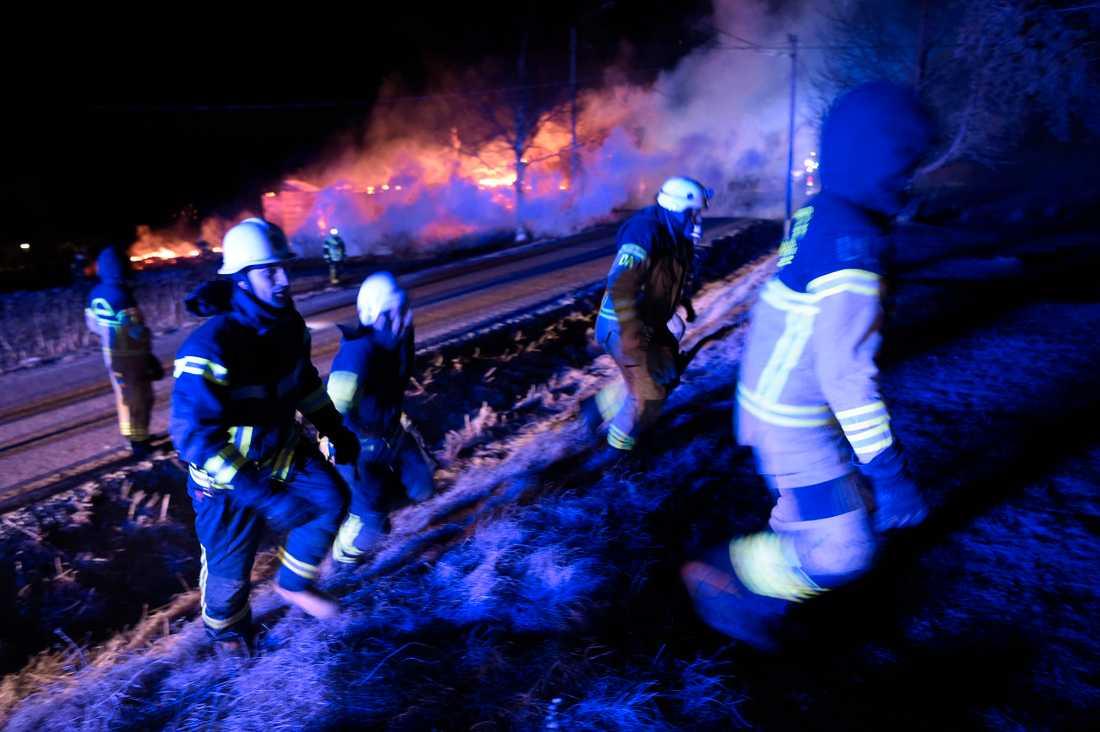 Brandmän utanför Orsa.