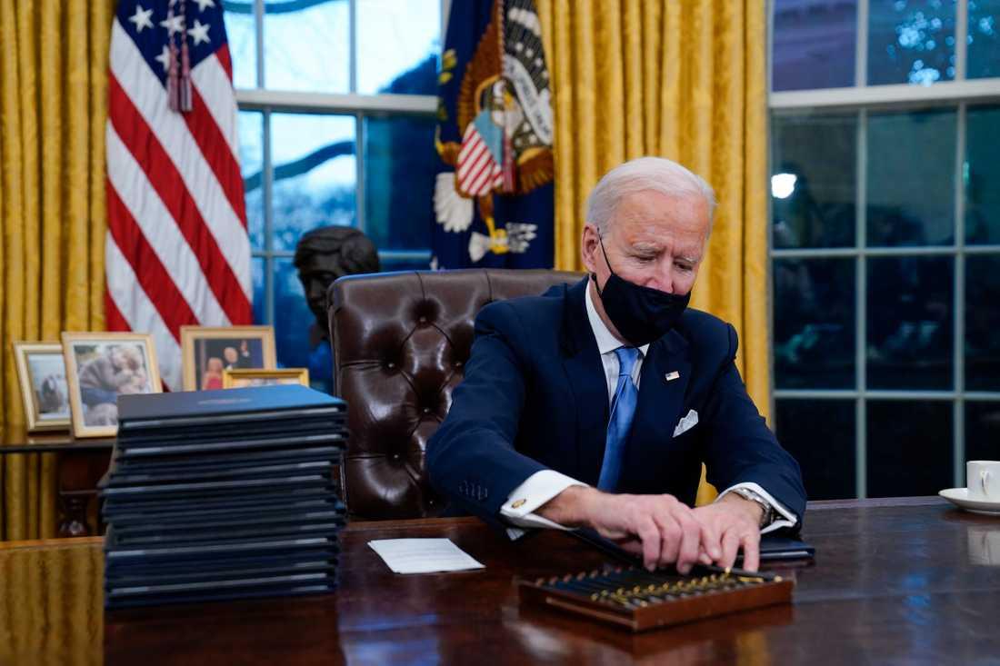 Joe Biden i presidentens officiella kontor Ovala rummet.