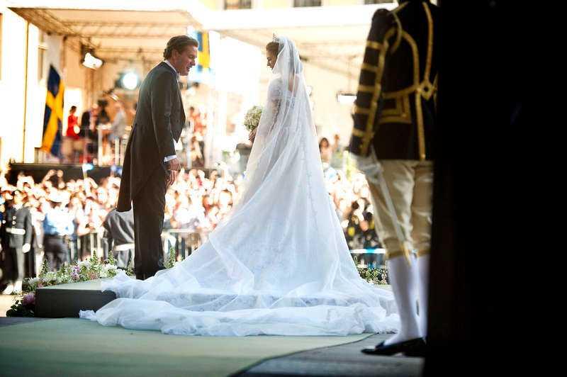 """Plutokraterna är den nya aristokratin. """"Bankman gifter sig med svensk prinsessa"""" var rubrikerna utomlands om gårdagens bröllop mellan prinsessan Madeleine och Chris O'Neill."""
