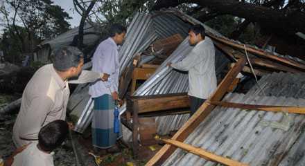 """Cyklonen """"Sidr"""" har drabbat Bangladesh, med många dödsoffer som följd."""
