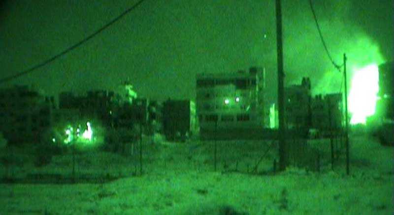 Nattbild som publicerats av israeliska armén uppges visa striderna mellan israeliska styrkor och Hamas i Gaza.