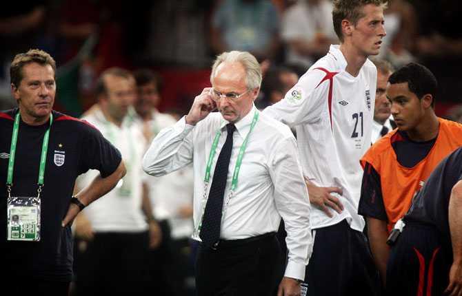 Men det slutade inte lika muntert. Efter uttåget ur VM 2006 avtackades Svennis med mestadels svarta rubriker av den hårda engelska pressen.