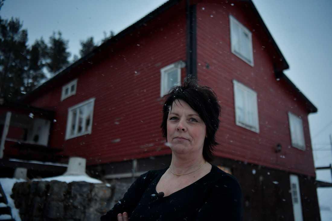 """Licelotts hus är elektriskt. """"Vi måste får hjälp, så här kan vi inte bo"""", säger hon."""