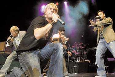 på scen igen Backstreet Boys gör comeback med nytt album och ny världsturné. För första gången på fem år stod de på en europeisk scen i natt.