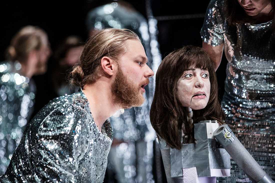 """""""Woyzeck"""" är ett samarbete och föreställningen framförs i två skilda versioner i Helsingborg respektive Malmö."""