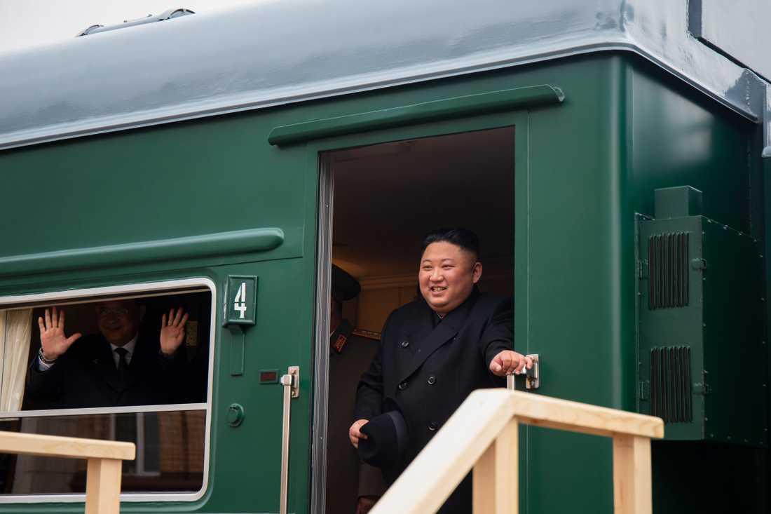 Nordkoreas diktator Kim Jong-Un anlände till Ryssland i sitt olivgröna specialtåg.