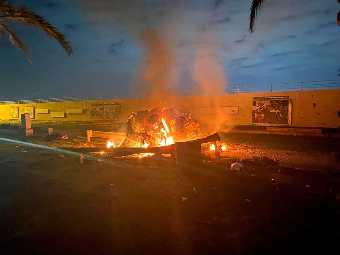 Ett foto på ett brinnande fordon på Bagdads internationella flygplats har släppts av Iraks premiärministers pressavdelning.