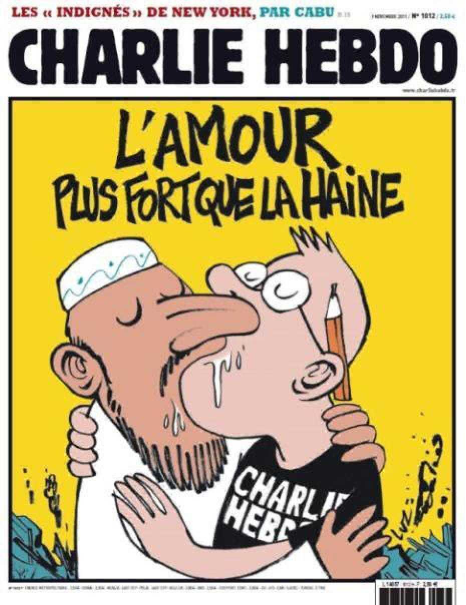 """NÅGRA AV CHARLIE HEBDOS FÖRSTASIDOR En muslim och en serietecknare möts i en blöt kyss under rubriken: """"Kärleken är starkare än hatet""""."""