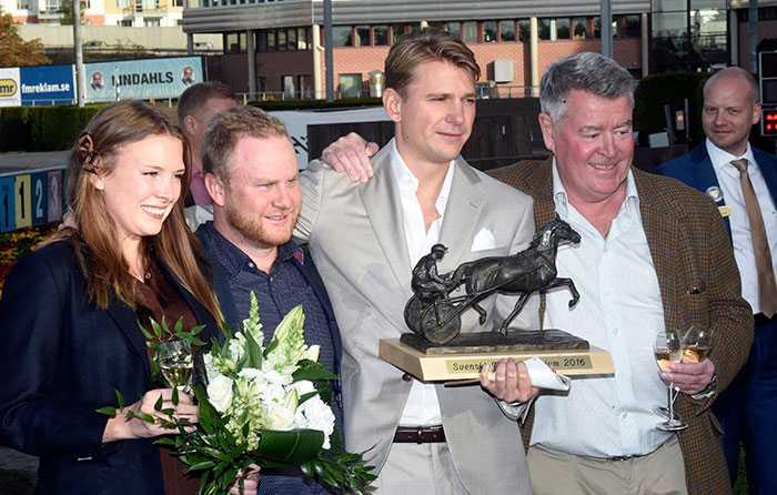 Calle med Tobias Persson och Eddie Sjöö, ägare till Deimos Racing som vann Kriteriet.