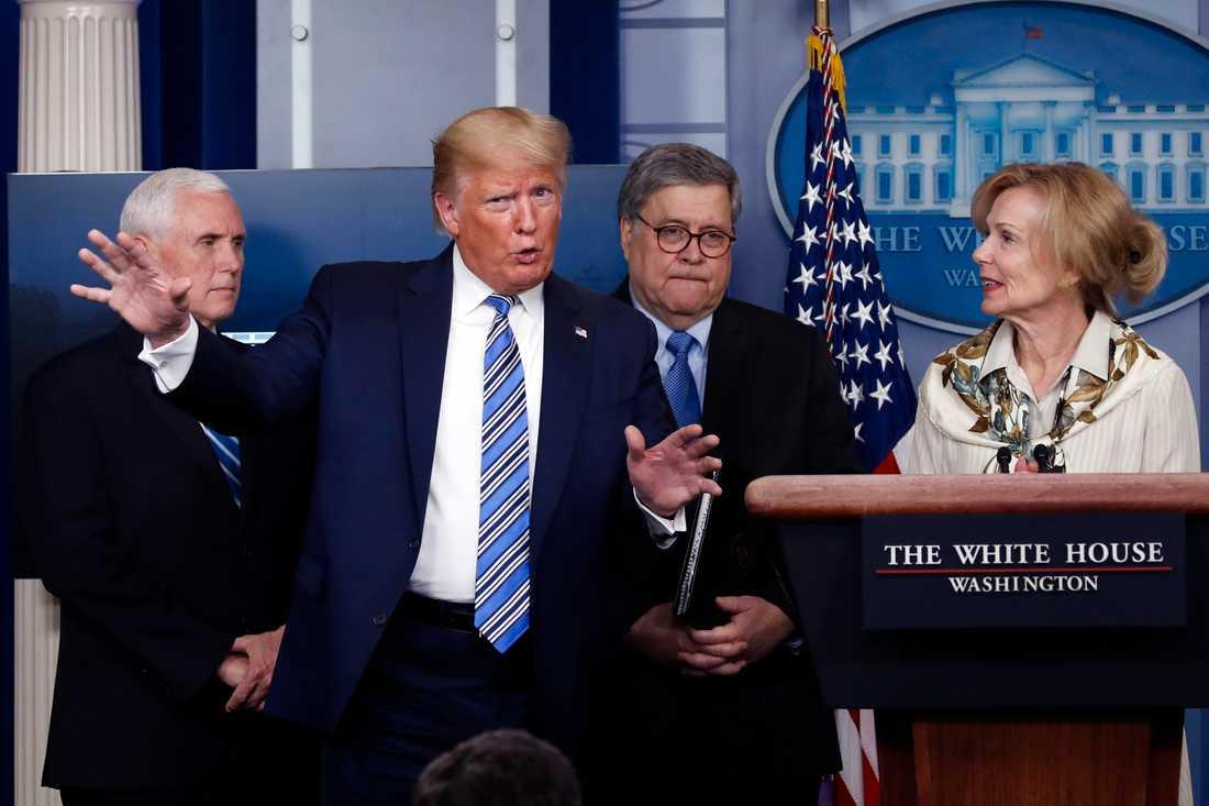 Trump har vid sina dagliga presskonferenser nämnt läkemedel som kan komma att användas för att behandla corona.