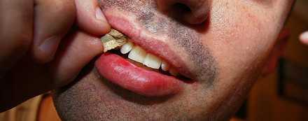 SNUSARE SÖKES. Tillverkaren vill testa ett kritiserat rökavvänjningspreparat på svenska snusare. Medlet är inte godkänt för snusavvänjning ännu.
