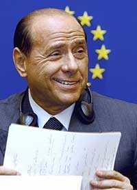 Reaktionerna blev starka efter den italienske premiärministern Berlusconi uttalande att den tyske ledamoten Martin Schulz skulle passa som vakt i ett nazistiskt koncentrationsläger.
