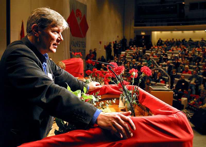 Nyvald Ohly i talarstolen, nyvald partiordförande 2004.