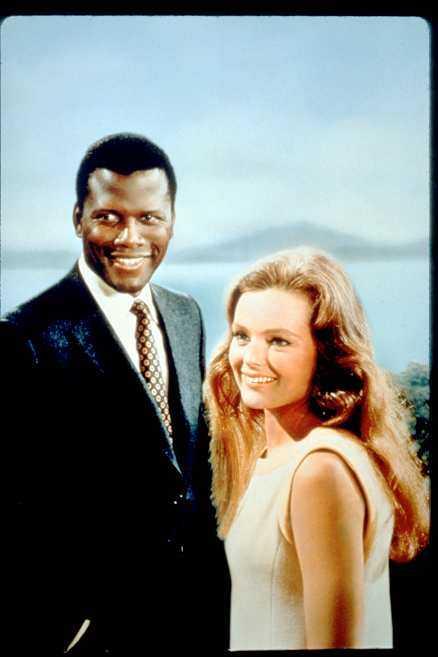 """I den amerikanska filmen """"Gissa vem som kommer på middag"""" spelar Sidney Poitier mannen som är inbjuden till sin flickväns (Katharine Houghton) föräldrar för första gången. 1967, när filmen gjordes, var äktenskap mellan vita och svarta fortfarande olagliga i 17 av USA:s 50 delstater."""