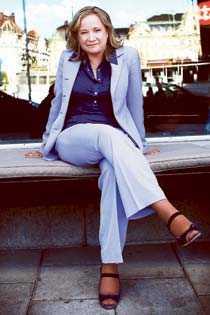 """Bytte karriär Malin Persson Giolito bröt upp efter tio år på en advokatbyrå i Stockholm och jobbar idag i Bryssel. Nästa vecka romandebuterar hon med """"Dubbla slag""""."""